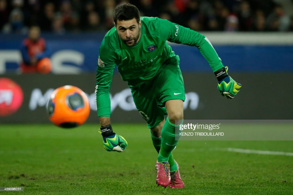 Paris Saint-Germain's Italian goalkeeper Salvatore Sirigu eyes the ball during the French L1 football match between Paris Saint-Germain (PSG) and Lille (LOSC) in Paris on December 22, 2013.