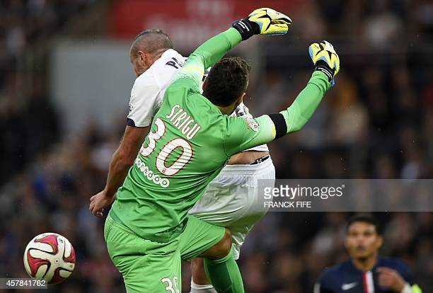 Paris SaintGermain's Italian goalkeeper Salvatore Sirigu vies with Bordeaux's French defender Nicolas Pallois during the French L1 football match...