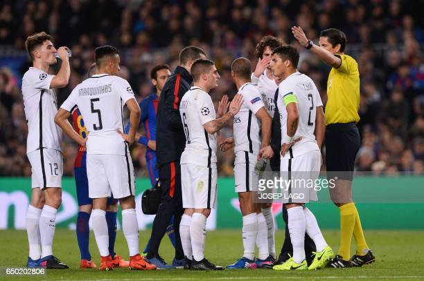 Paris SaintGermain's Italian midfielder Marco Verratti and teammates argue with referee during the UEFA Champions League round of 16 second leg...