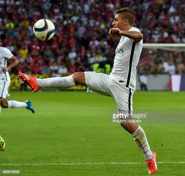 Paris SaintGermain's Italian midfielder Marco Verratti controls the ball during the French first division Ligue 1 football match between Lille and...