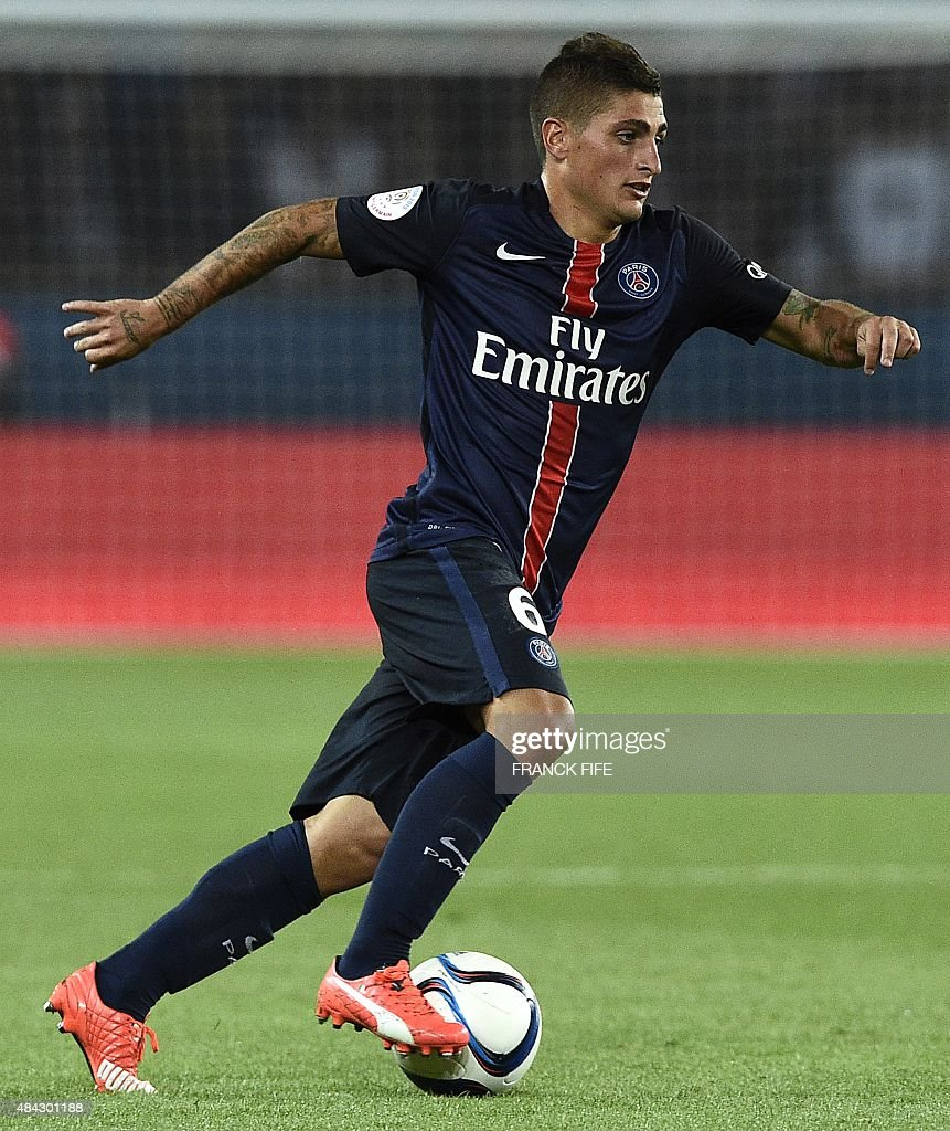 Paris Saint Germain s Italian midfielder Marco Verratti controls