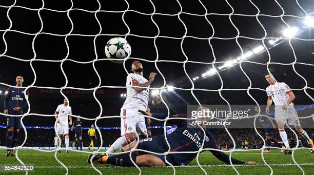Paris SaintGermain's Italian midfielder Marco Verratti defends in front of Bayern Munich's Chilean midfielder Arturo Vidal during the UEFA Champions...