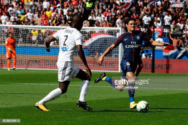 Paris SaintGermain's Italian midfielder Marco Verratti vies with Amiens' French midfielder Tanguy Ndombele during the French L1 football match...