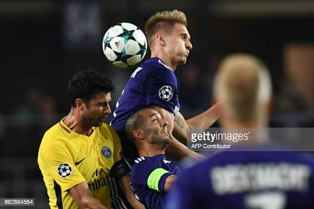 Paris SaintGermain's Italian midfielder Thiago Motta vies with Anderlecht's Polish forward Lukasz Teodorczyk during the UEFA Champions League Group B...