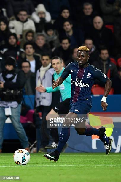 Paris SaintGermain's Ivorian defender Serge Aurier controls the ball during the French L1 football match between Paris SaintGermain and OGC Nice on...