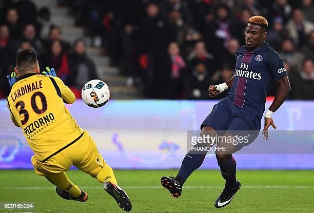 Paris SaintGermain's Ivorian defender Serge Aurier kicks the ball in front of Nice's French goalkeeper Yoan Cardinale during the French L1 football...