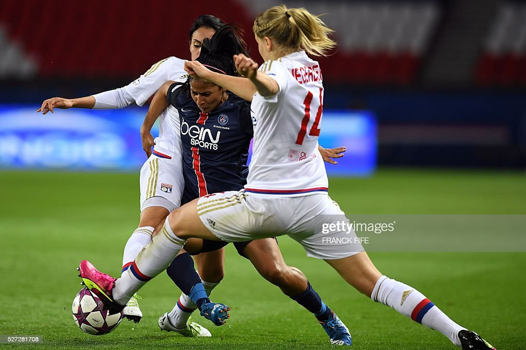 Paris Saint-Germain's midfielder Shirley Cruz (C) vies with Lyon's French forward Ada Hegerberg (R) during the UEFA Women's Champions League semi-final second leg football match between Paris Saint-Germain (PSG) and Lyon at the Parc des Princes stadium in Paris on May 2, 2016. / AFP / FRANCK