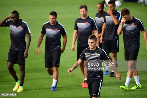 Paris SaintGermain's midfielders Marco Verratti and teammates take part in a training session on the eve of the UEFA Champions League football match...