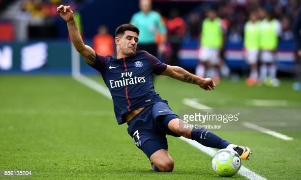 Paris SaintGermain's Spain defender Yuri Berchiche controls the ball during the French Ligue 1 football match between Paris SaintGermain and Bordeaux...