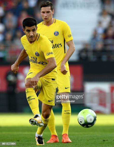 Paris SaintGermain's Spain defender Yuri Berchiche passes the ball next to Paris SaintGermain's German midfielder Julian Draxler during the French L1...