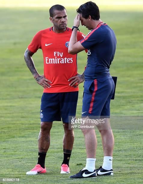 Paris SaintGermain's Spanish coach Unai Emery speaks to Paris SaintGermain's Brazilian defender Dani Alves during a training session at the Grand...