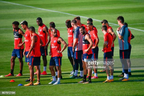 Paris SaintGermain's spanish forward Jese Brazilian midfielder Lucas Moura and teammates take part in a training session at the Oredoo training...