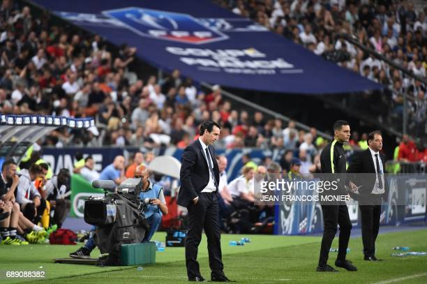 Paris SaintGermain's Spanish headcoach Unai Emery and Angers' French head coach Stephane Moulin react during the French Cup final football match...