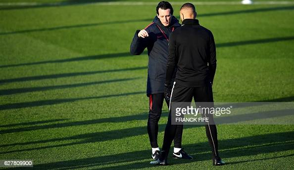 Paris SaintGermain's Spanish headcoach Unai Emery speaks with Paris SaintGermain's French defender Layvin Kurzawa during a training session on...
