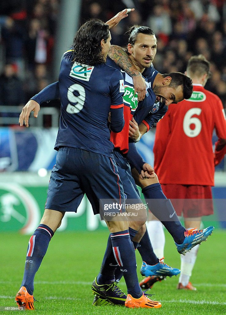 Paris Saint-Germain's Swedish forward Zlatan Ibrahimovic (C) celebrates with Uruguayan striker Edinson Cavani (L) and Argentine forward Ezequiel Lavezzi (R) after scoring a goal during the French Cup football match between Brest and PSG at the Francis Le Ble stadium in Brest, western France, on January 8, 2014. AFP PHOTO/FRED TANNEAU