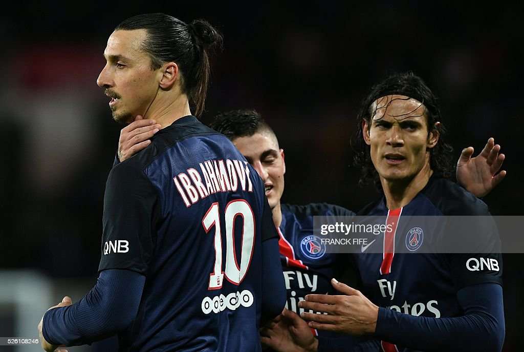 Paris Saint-Germain's Swedish forward Zlatan Ibrahimovic (L) is congratulated by teammates after scoring a goal during the French L1 football match between Paris Saint-Germain and Rennes at the Parc des Princes stadium in Paris on April 30, 2016. / AFP / FRANCK