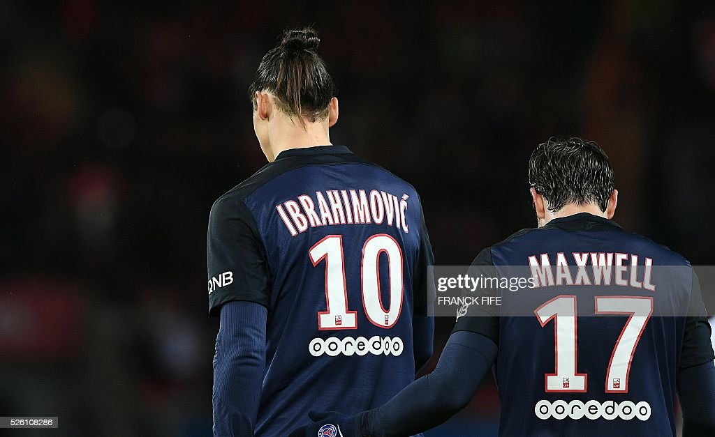 Paris Saint-Germain's Swedish forward Zlatan Ibrahimovic is congratulated by teammates Paris Saint-Germain's Brazilian defender Maxwell after scoring a goal during the French L1 football match between Paris Saint-Germain and Rennes at the Parc des Princes stadium in Paris on April 30, 2016. / AFP / FRANCK