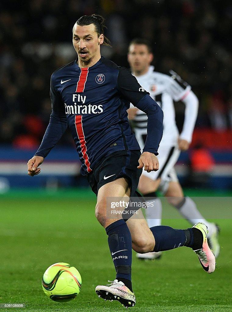Paris Saint-Germain's Swedish forward Zlatan Ibrahimovic runs with the ball during the French L1 football match between Paris Saint-Germain and Rennes at the Parc des Princes stadium in Paris on April 30, 2016. / AFP / FRANCK