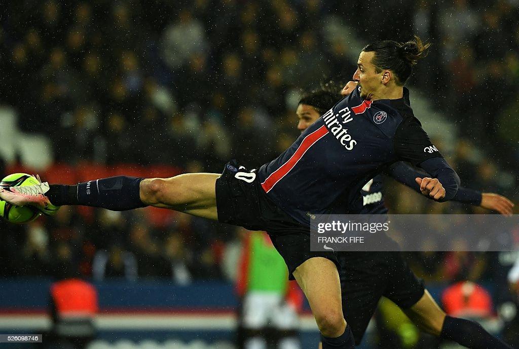 Paris Saint-Germain's Swedish forward Zlatan Ibrahimovic scores a goal during the French L1 football match between Paris Saint-Germain and Rennes at the Parc des Princes stadium in Paris on April 30, 2016. / AFP / FRANCK