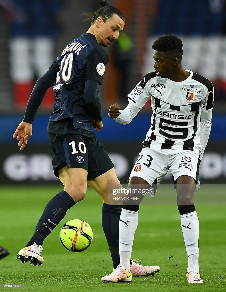 Paris Saint-Germain's Swedish forward Zlatan Ibrahimovic (L) vies with Rennes' French forward Ousmane Dembele during the French L1 football match between Paris Saint-Germain and Rennes at the Parc des Princes stadium in Paris on April 30, 2016. / AFP / FRANCK