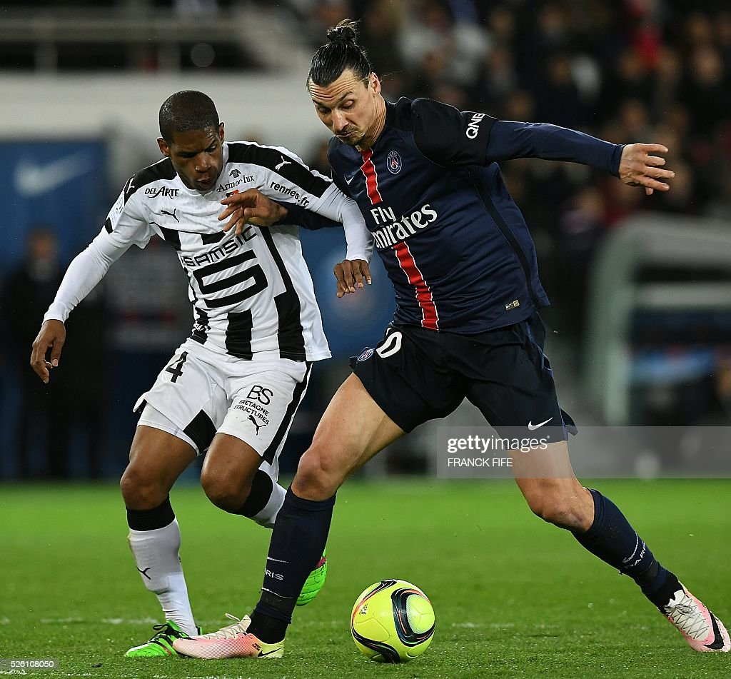 Paris Saint-Germain's Swedish forward Zlatan Ibrahimovic (R) vies with Rennes' Mozambican defender Edson Mexer during the French L1 football match between Paris Saint-Germain and Rennes at the Parc des Princes stadium in Paris on April 30, 2016. / AFP / FRANCK