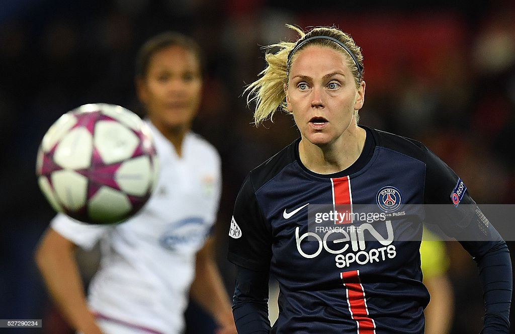 Paris Saint-Germain's Swedish midfielder Lisa Dahlkvist eyes the ball during the UEFA Women's Champions League semi-final second leg football match between Paris Saint-Germain (PSG) and Lyon at the Parc des Princes stadium in Paris on May 2, 2016. / AFP / FRANCK