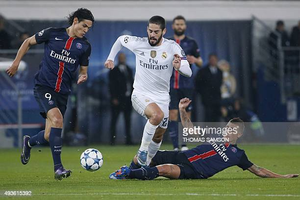 Paris SaintGermain's Uruguayan forward Edinson Cavani and Paris SaintGermain's Italian midfielder Marco Verratti fight for the ball with Real...