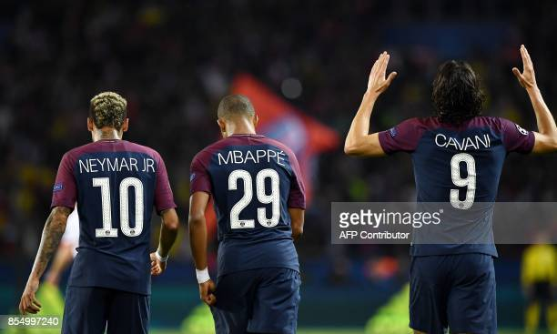 Paris SaintGermain's Uruguayan forward Edinson Cavani celebrates after scoring a goal next to team mates Paris SaintGermain's Brazilian forward...