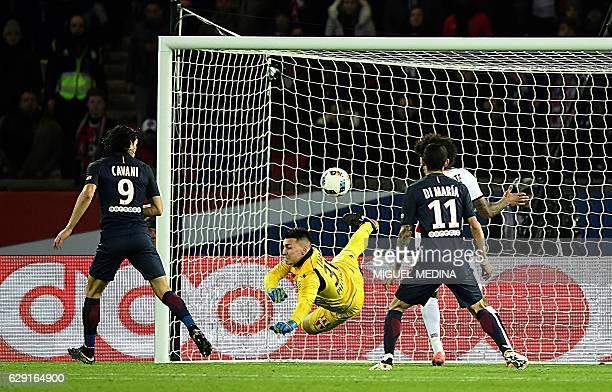 Paris SaintGermain's Uruguayan forward Edinson Cavani scores a goal during the French L1 football match between Paris SaintGermain and Nice at the...