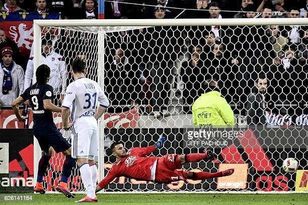 Paris SaintGermain's Uruguayan forward Edinson Cavani scores a penalty despite Lyon's FrenchPortuguese defender Anthony Lopes during the French L1...