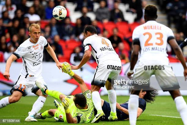 Paris SaintGermain's Uruguayan forward Edinson Cavani vies with Montpellier's Malian midfielder Yacouba Sylla during the French L1 football match...