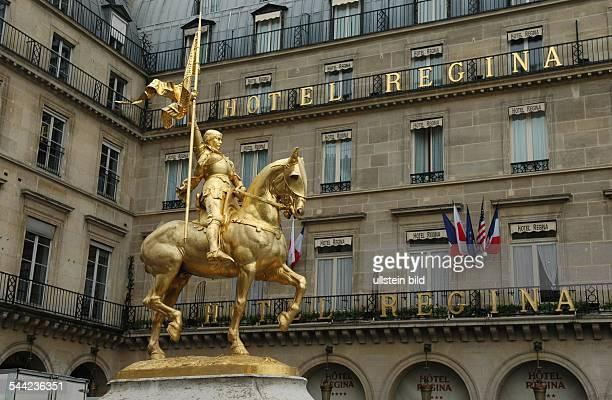Statue der Jeanne d'Arc auf der Place des Pyramides