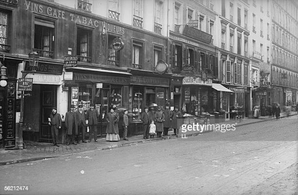Paris The restaurant 'La Carotte' Chateau d'Eau street about 1900