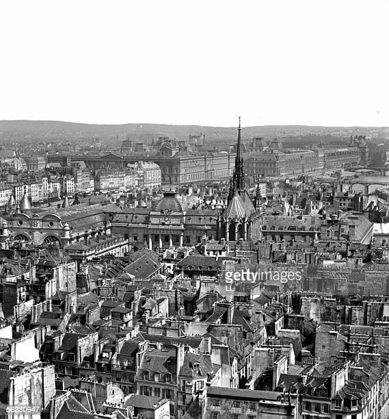 Paris View on the Law Courts and the SainteChapelle About 1860 Stereo LL573