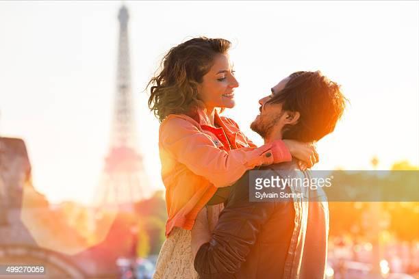 Paris, young couple at Jardin des Tuileries