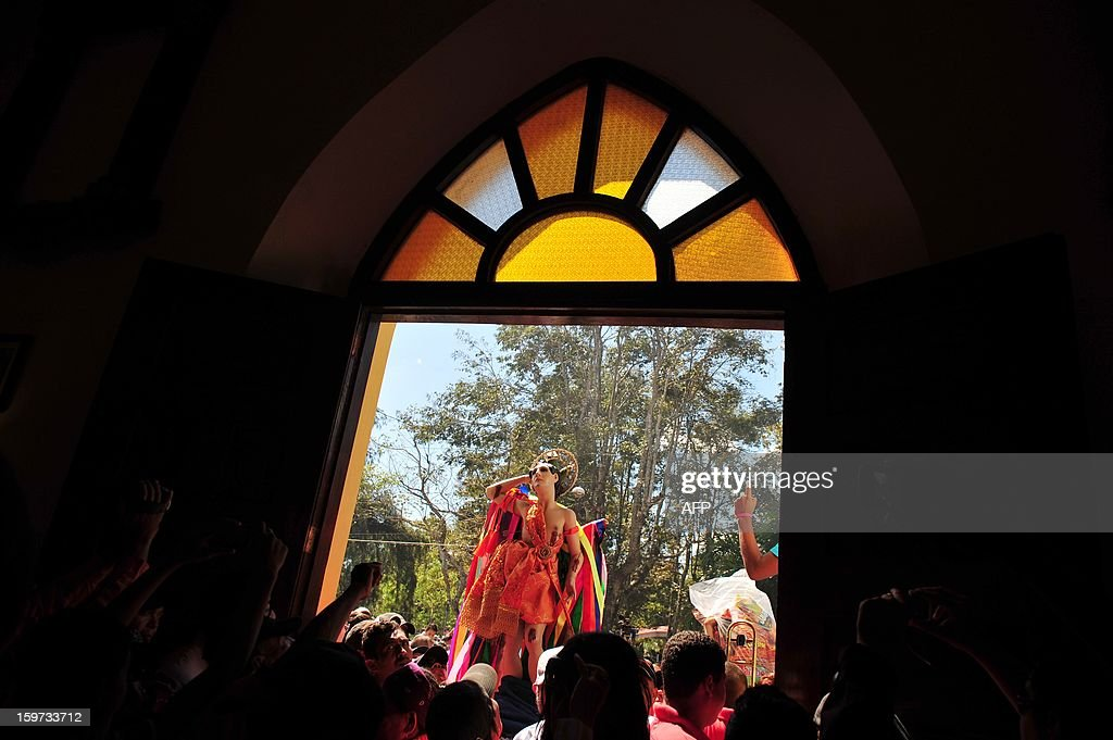 Parishioners carry the image of Saint Sebastian during festivities in his honor, in Diriamba, about 42 km south of Managua, on January 19, 2013. Diriamba's patron saint's image is carried in pilgrimage from Diriamba to Dolores during festivities. AFP PHOTO/Hector RETAMAL