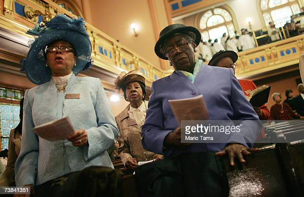 Parishioners sing during Easter service in Harlem at Mount Olivet Baptist Church April 8 2007 in New York City The historic church was built in 1907...