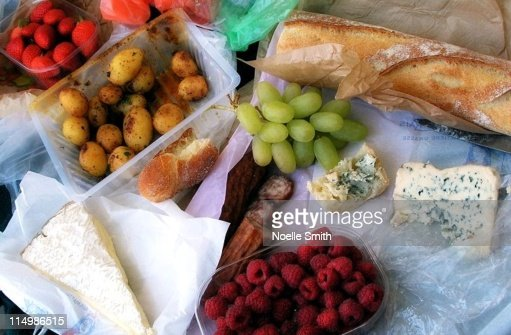 Parisian picnic lunch stock photo getty images for Picnic food ideas for large groups