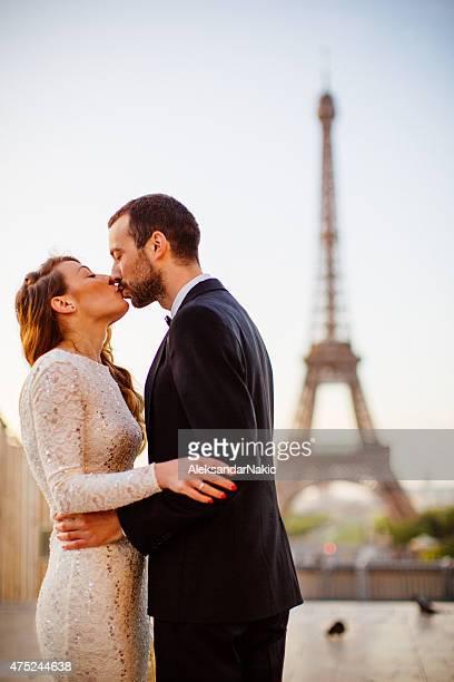 Parisian wedding kiss