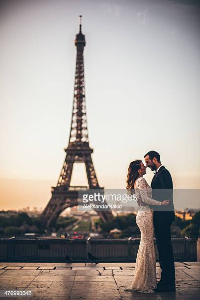 Parisian wedding kiss