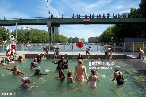 Parc de la villette photos et images de collection getty for Public pools in paris france