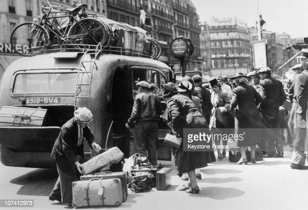 Parisians Returning Home After German Occupation On July 1940