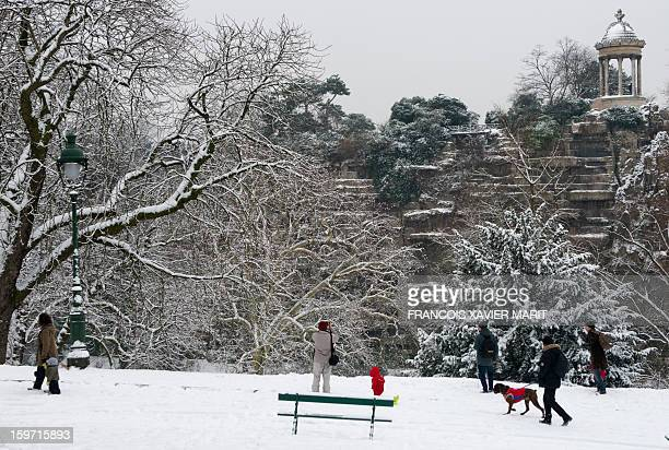 Parisians walk in the Buttes Chaumont park on January 19 2013 in Paris after heavy snowfalls over the French capital overnight AFP PHOTO / FRANCOIS...