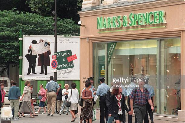 Parisiens pass by a Marks Spencer store situated in rue de Rivoli in Paris on its opening day 01 September 1994