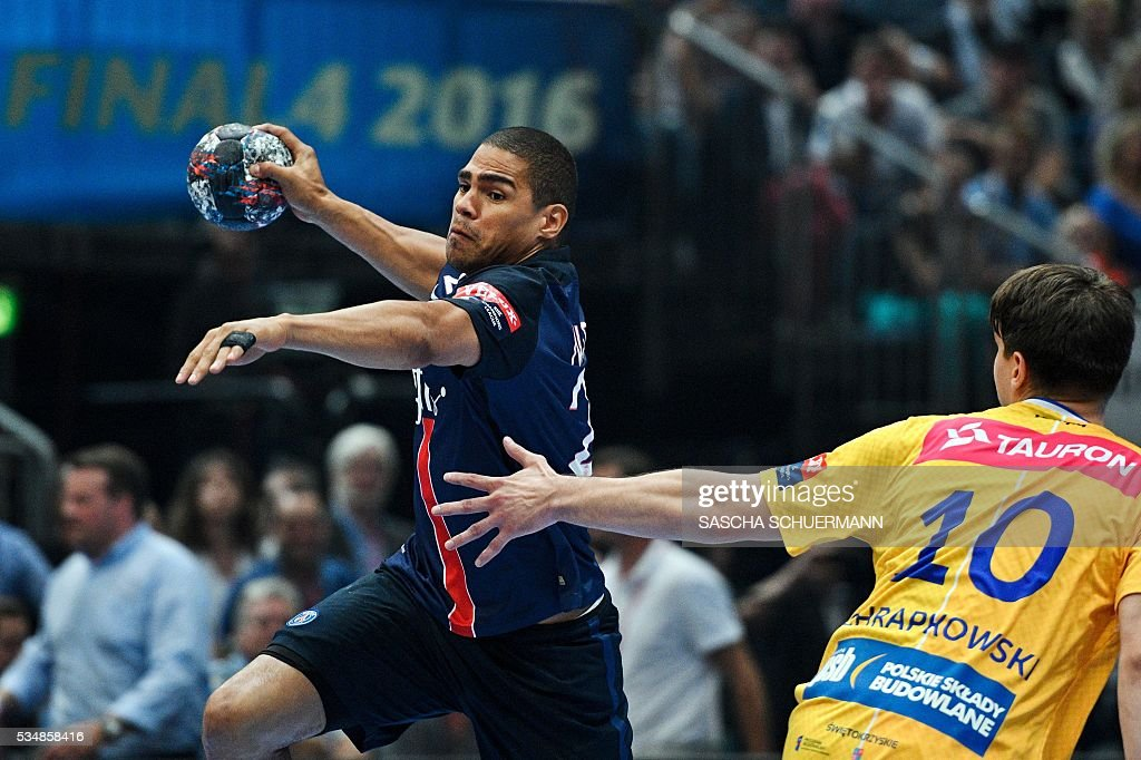 Paris's Daniel Narcisse vies for the ball with Kielce's Piotr Chrapkowski during the Handball EHF Champions League final Four semi final match between KS Vive Tauron Kielce and Paris St-Germain in Cologne, western Germany, on May 28, 2016. / AFP / SASCHA