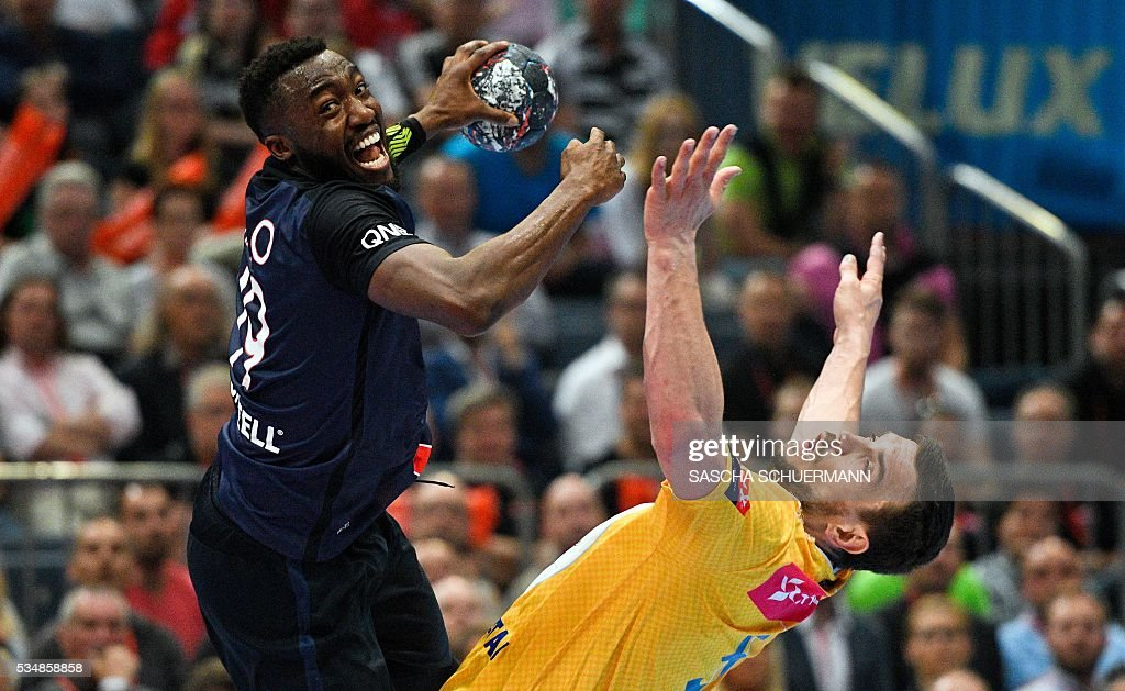 Paris's Luc Abalo vies for the ball during the Handball EHF Champions League final Four semi final match between KS Vive Tauron Kielce and Paris St-Germain in Cologne, western Germany, on May 28, 2016. / AFP / SASCHA