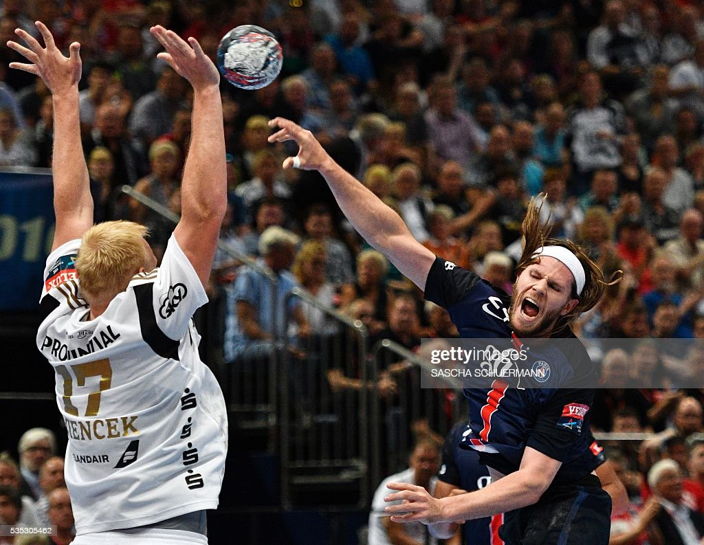 Paris's Mikkel Hansen (R) and Kiel's Patrick Wiencek vie for the ball during the Handball EHF Champions League final Four semifinal match between Paris St-Germain and THW Kiel in Cologne, western Germany, on May 29, 2016. / AFP / SASCHA