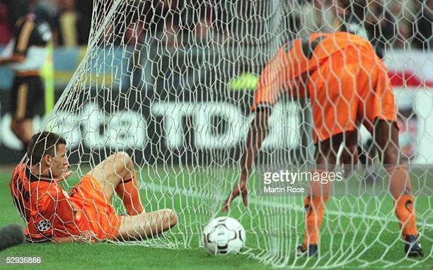 FINALE 99/00 Paris/St Denis REAL MADRID VALENCIA CF 30 vlnr Miroslav DJUKIC Jocelyn ANGLOMA/VALENCIA
