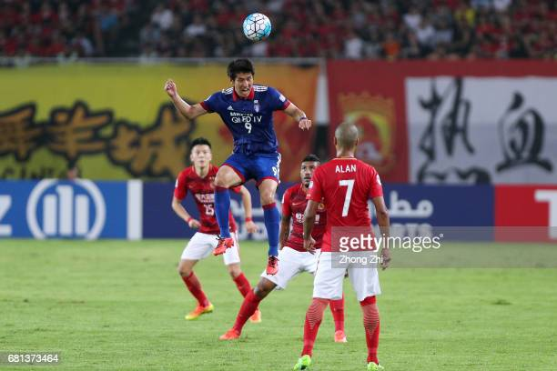 Park Gidong of Suwon Samsung Bluewings in actioin against Zou Zheng and Paulinho of Guangzhou Evergrande during the AFC Champions League Group G...
