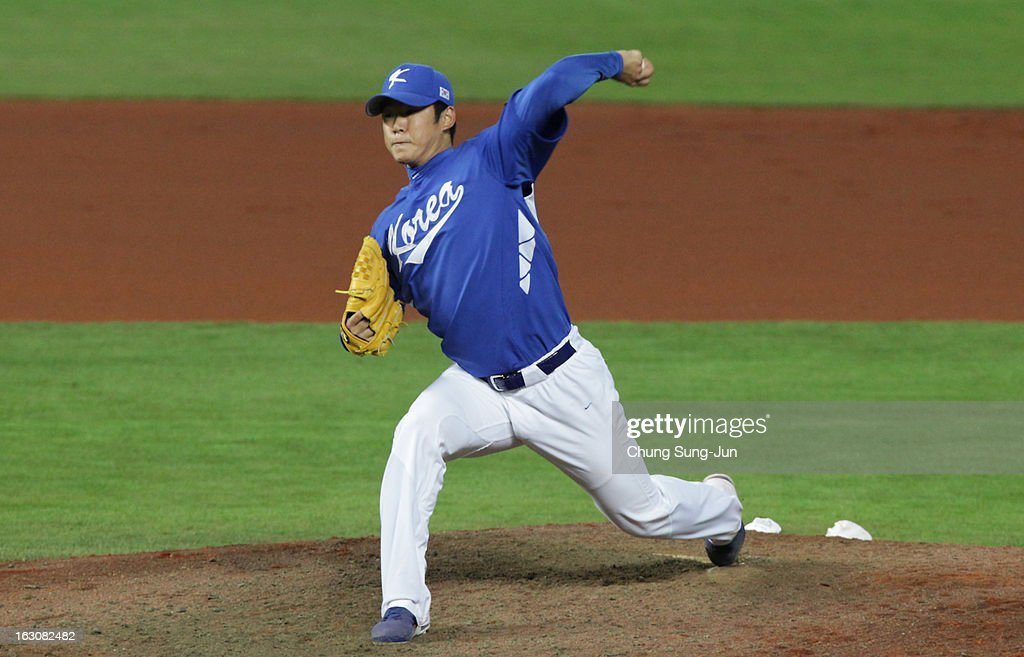 Park Hee-Soo of South Korea pitches in the sixth inning during the World Baseball Classic First Round Group B match between South Korea and Australia at Intercontinental Baseball Stadium on March 4, 2013 in Taichung, Taiwan.